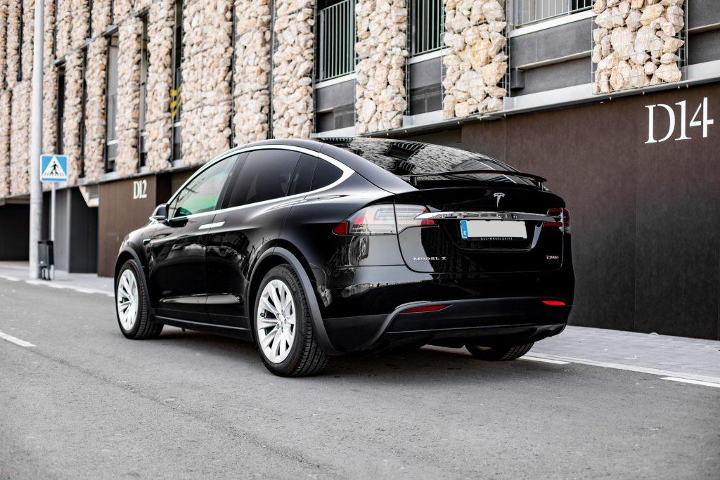Tesla-Model-X-03